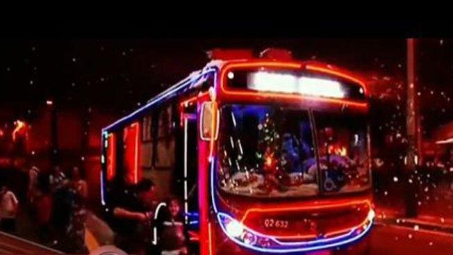 Mira el mejor bus navideño del mundo