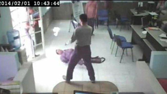 Ladrón remata a sangre fría a guardia