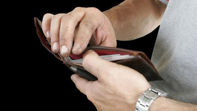 Billetera le salva la vida