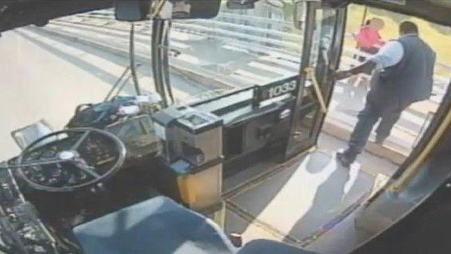 Conductor salva a mujer del suicidio