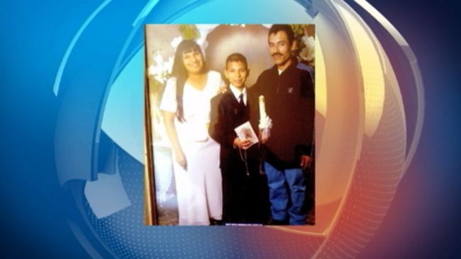 Deportan madre de David González