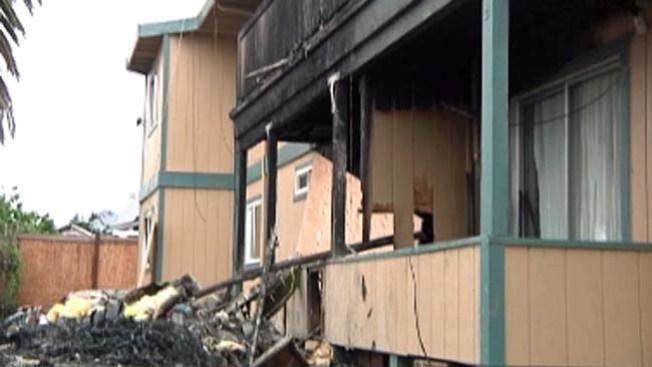17 personas pierden su hogar tras fuego en Oakland