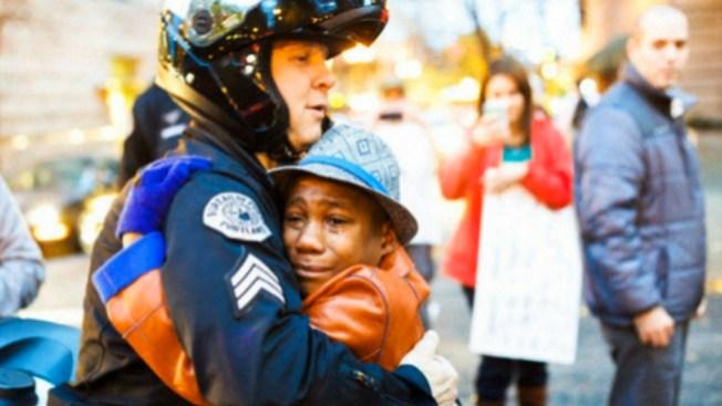 Foto de abrazo inunda las redes sociales