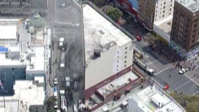 Fuego de 3 alarmas en antiguo hotel