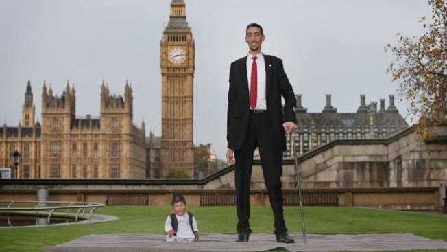 Juntos el hombre más alto y el más bajo