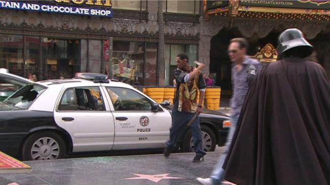 Hombre destroza cristales de 4 patrullas