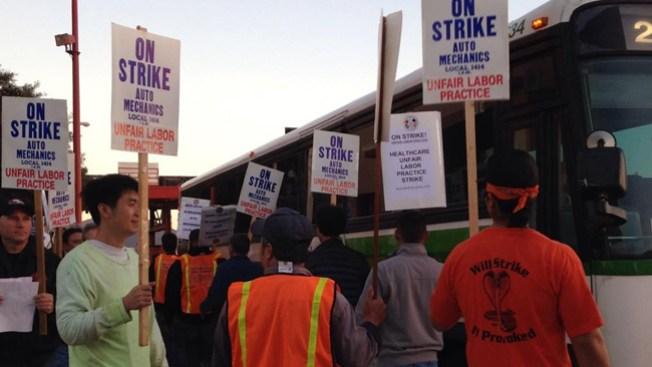 En huelga empleados del Golden Gate
