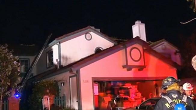 Rescate durante fuego de 2 alarmas