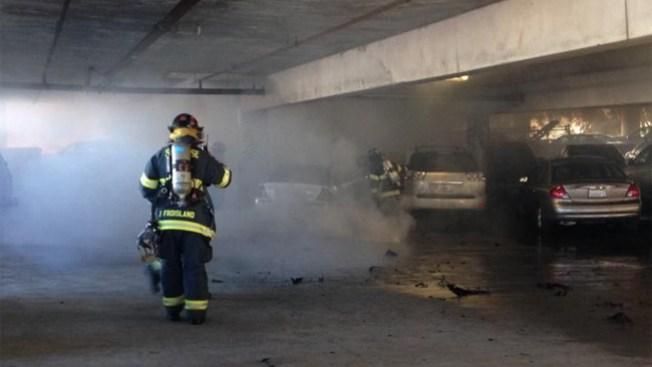 Fuego mortal en estacionamiento