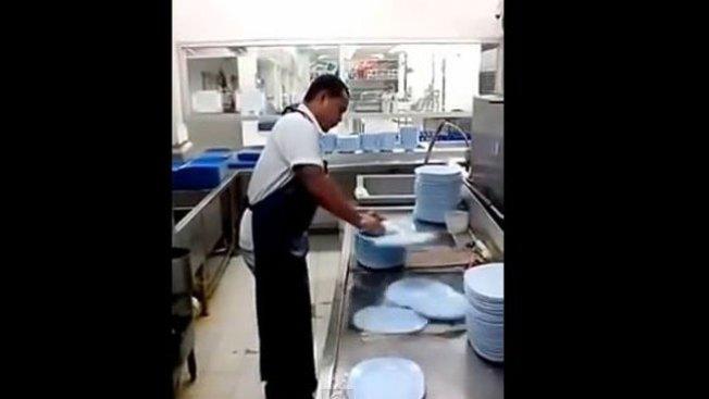 El lavaplatos más rápido del mundo
