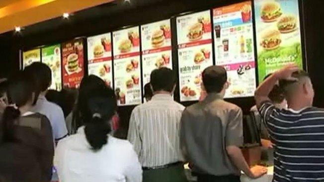País con su 1r McDonalds desata locura