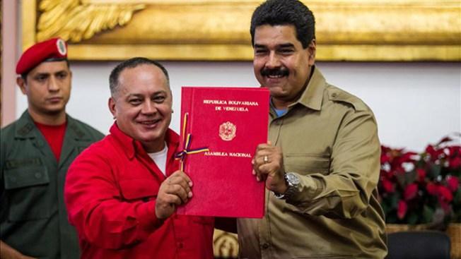 Maduro, con un año de poder especial