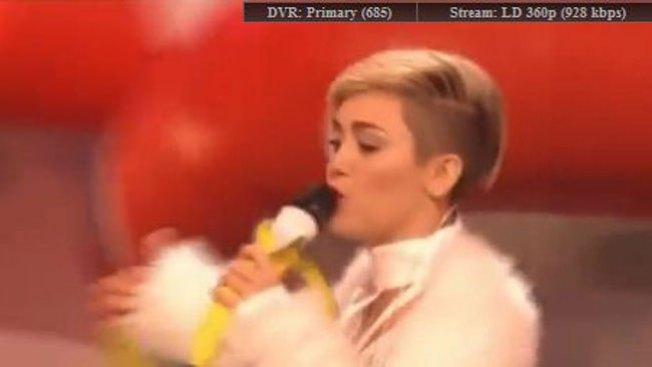 Miley cubre sus pechos con parches