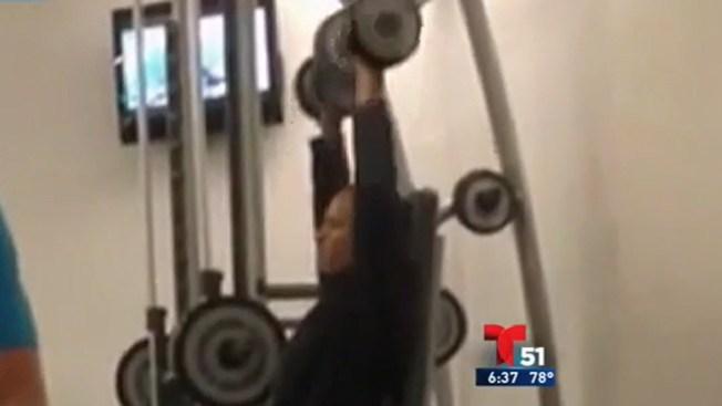 Video: Obama haciendo pesas en hotel
