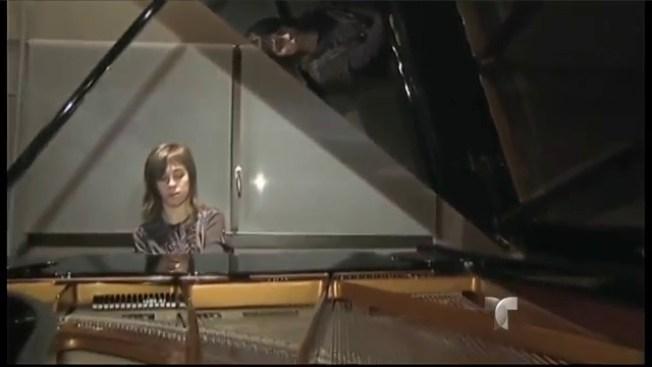 A prisión por molestar tocando el piano