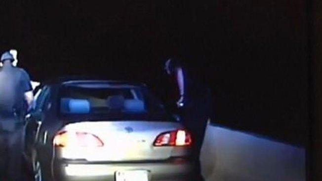 Policía toma decisión que le salva la vida