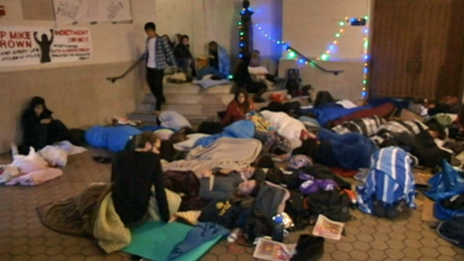 Protestan aumento preliminar al costo de matrícula