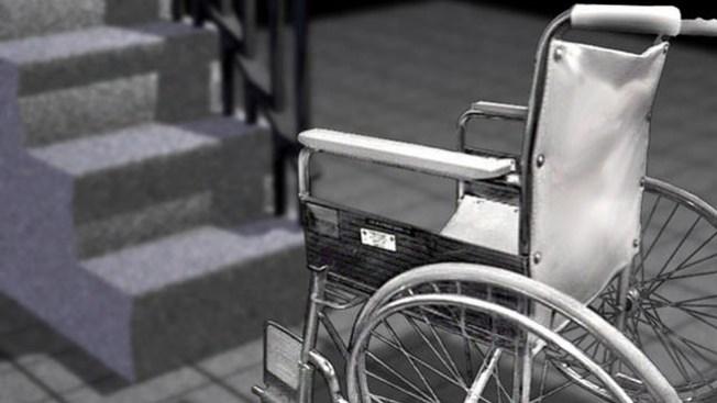 Discapacitada es abusada en parqueo