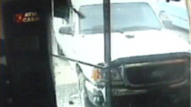 Hombre casi es aplastado en gasolinera
