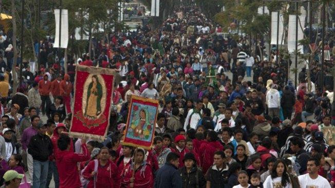 Cantan a la Virgen de Guadalupe