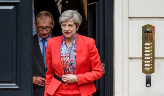 Theresa May buscará un gobierno de coalición tras elecciones
