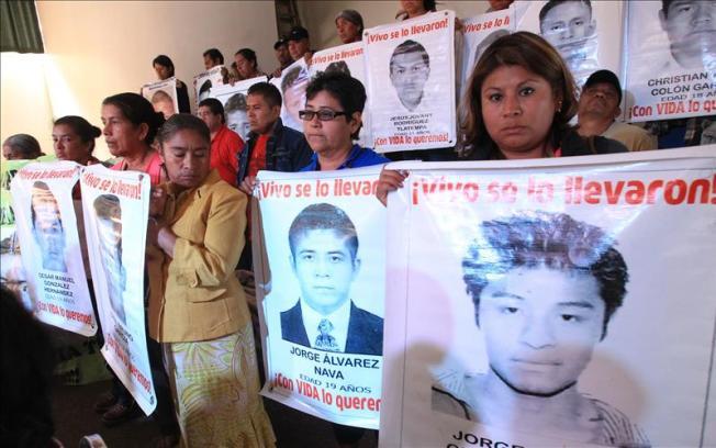 Ayotzinapa: Informe de forenses apoya a padres