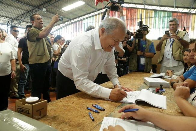 Presidente de El Salvador le pide a los partidos respetar los resultados electorales