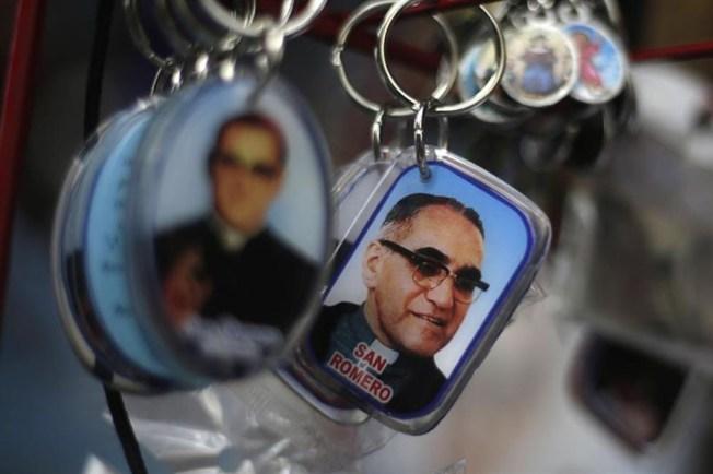 El Salvador: ordenan captura de militar por muerte de Romero