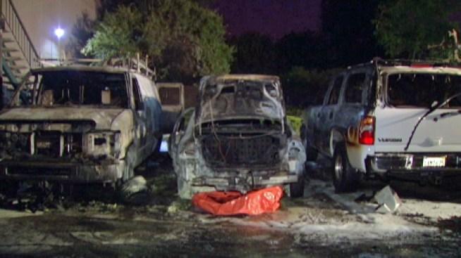 Campbell: desalojados por incendio de autos