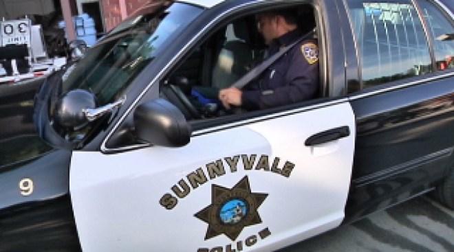 Sunnyvale: ladrones arrancan cadenas de oro
